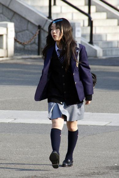 ragazza in uniforme