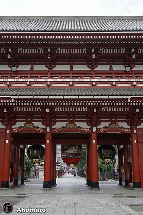 写真00 宝蔵門の裏側。 浅草寺本堂。 本堂正面。 本堂上より。 平和の時計。 その裏側から東京